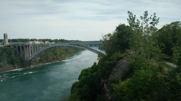 Bridge between the US and Canada