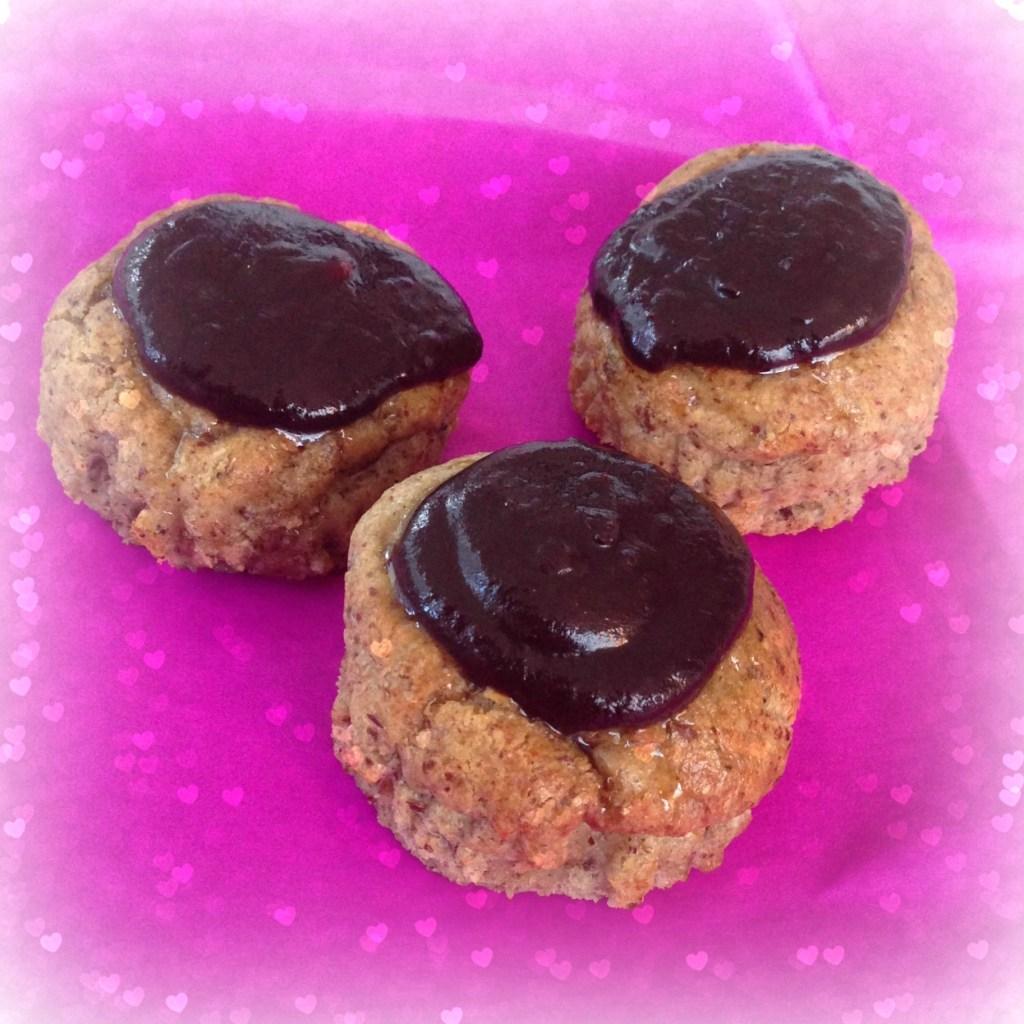 Fastelavnsboller med remonce og chokoladeglasur