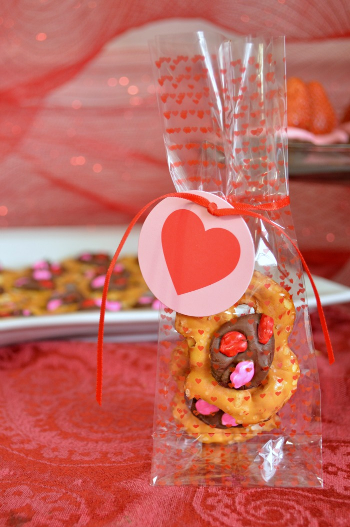 VALENTINES PRETZEL KISSES Mad In Crafts