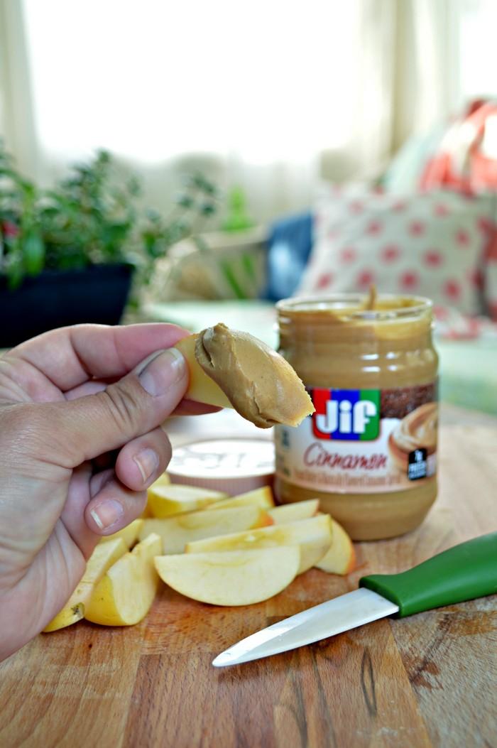Apples in Cinnamon Peanut Butter