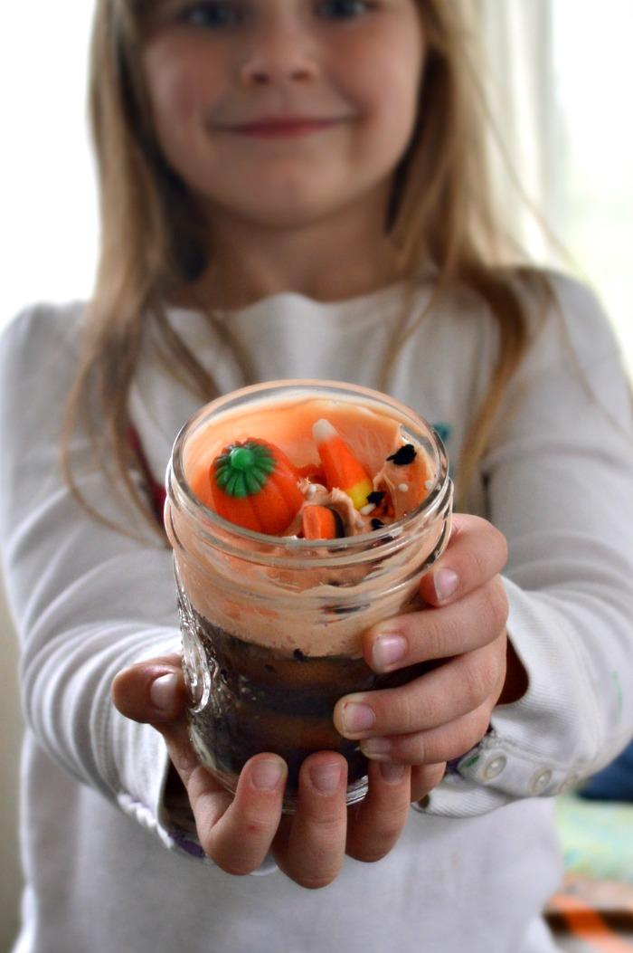 easy-halloween-jar-cupcakes