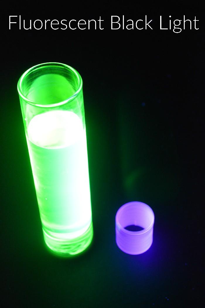 fluorescent-black-light-bulb