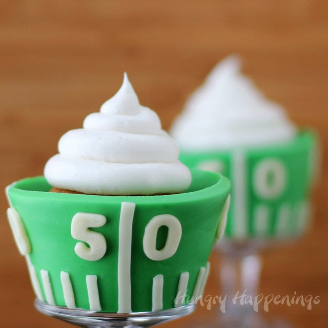 football-field-cupcakes-edible-cupcake-wrappers-Super-Bowl-