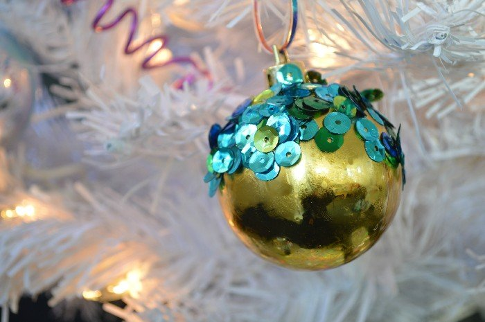 HOW TO MAKE SEQUINED DIPPED ORNAMENTS