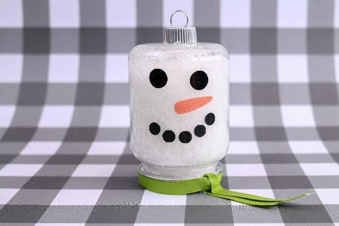 DIY EPSOM SALT SNOWMAN ORNAMENT