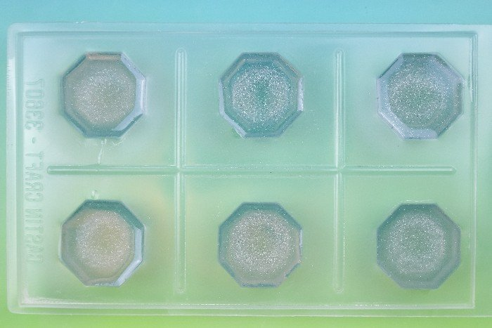DIY ICY RESIN CABINET DRAWER PULLS FROM RESIN