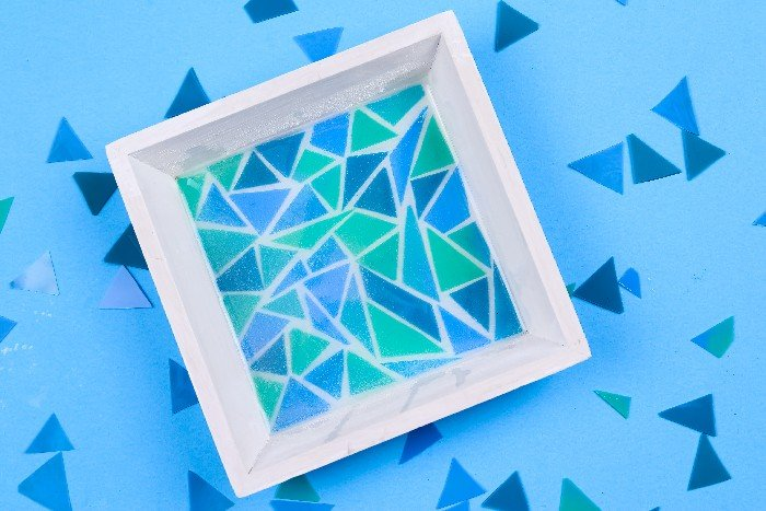 MAKE A MOSAIC ENTIRELY FROM RESIN