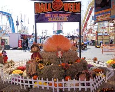 luna-park-halloween-festival-coney-island-amusement