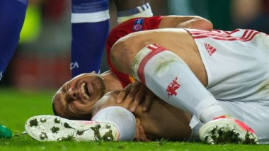 epa05918380 Manchester United's Zlatan Ibrahimovic reacts after picking up an injury during the UEFA Europa League Quarter Final second leg match between Manchester United and Anderlecht at Old Trafford in Manchester, Britain, 20 March 2017. EPA/PETER POWELL