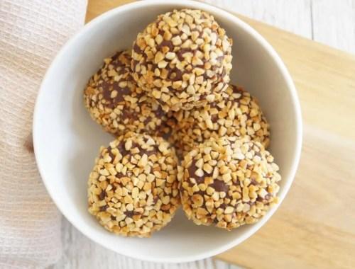 Hjemmelavede romkugler med ristede mandler
