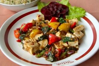 Tofu stir-fried with basil