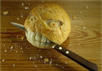Bread eating bread knife
