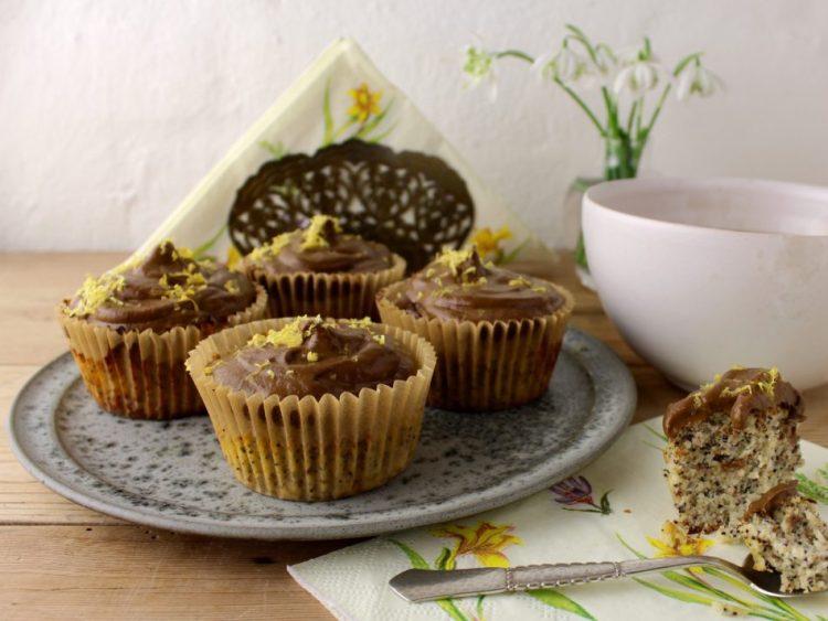 Mandelmuffins m/citron, birkes og avocado/kakaotopping - Mad med glød