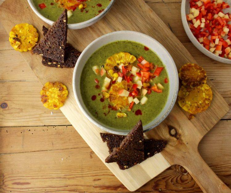 Spinatsuppe med kokosmælk, chili, gurkemeje, hvidløg og ingefær - Vegansk opskrift - Mad med glød