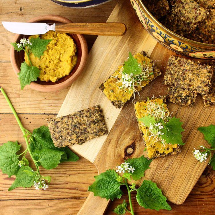 Sprøde, lækre glutenfrie kiks med tørret brændenælde - Opskrift med vilde planter