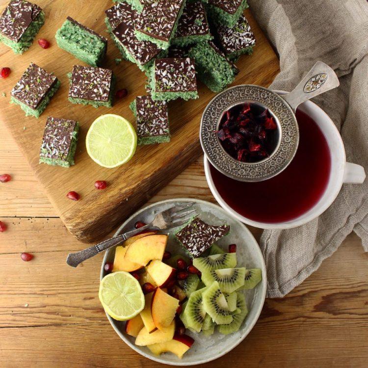 Kokosbarer med avocado, lime, ingefær og spirulina - Plantebaseret / Vegansk opskrift - Mad med glød