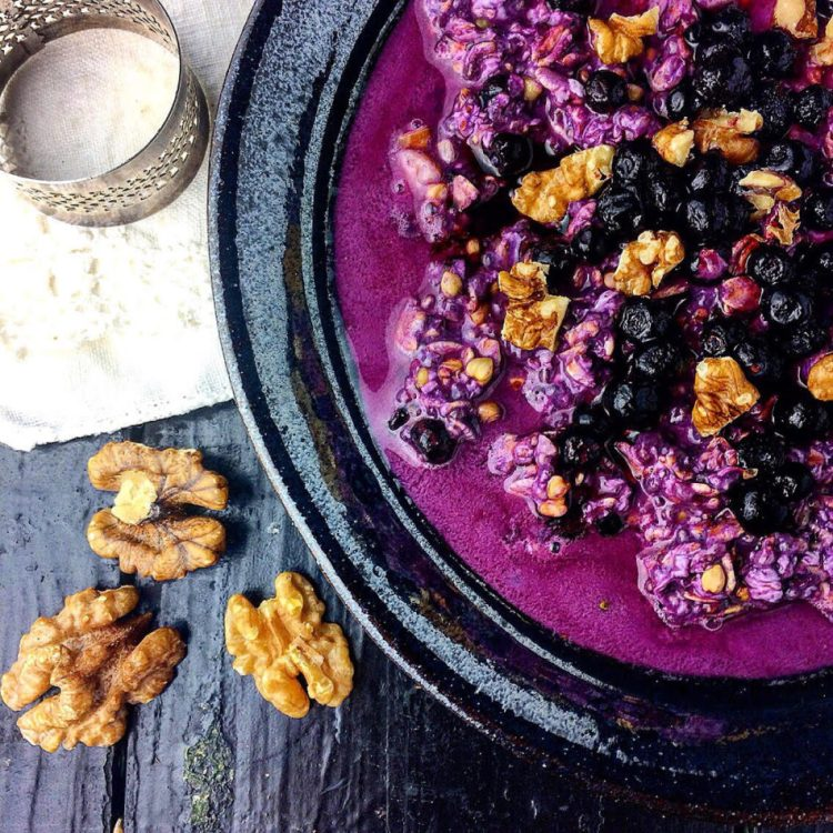 """Overnight oats"" med vilde blåbær - Plantebaseret / Vegansk opskrift"
