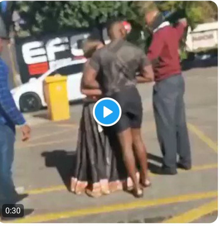 South African Lady Fights Nigerian Man Over Gh¢413 () After Sleeping With Her