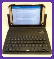 Tablet in Hülle mit integrierter Tastatur
