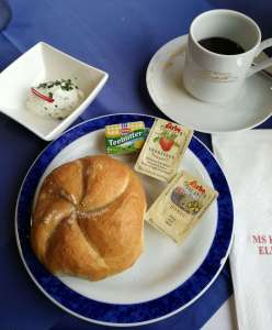 "Frühstück an Bord der ""MS Kaiserin Elisabeth""dav"