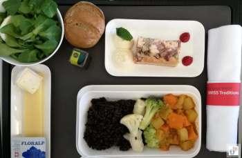 vegetarisches Essen in der Business Class am Flug von Zürich nach Lissabon {Reisetagebuch Lissabon: Tag 01}