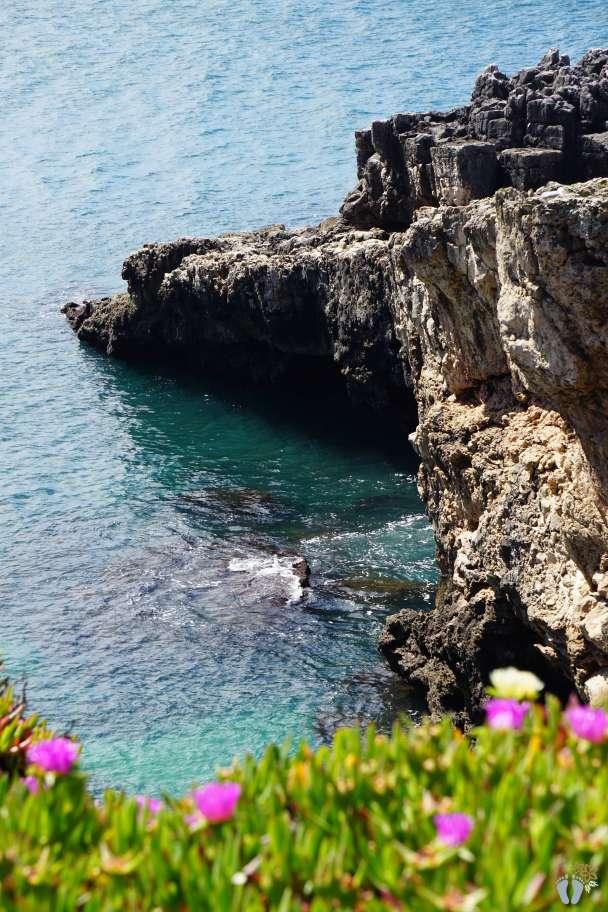 Ausflug nach «Cascais»: Klippen beim Spaziergang die Küstenstraße entlang {Reisetagebuch Lissabon: Tag 03}