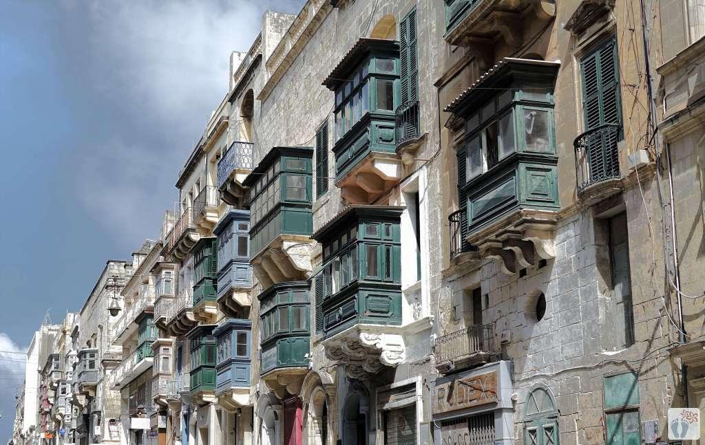 «Valletta»: geschlossene Holzbalkone {Reisetagebuch Malta: Tag 01}