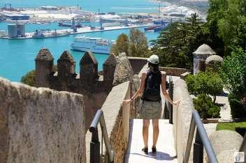 Blick vom «Castillo de Gibralfaro» auf «Málaga»: Maria Dolores von «MaDo-unterwegs» und Hafen {Andalusien Reisetagebuch}