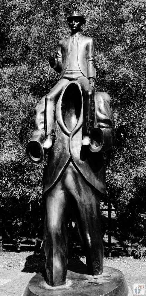 Denkmal «Franz Kafka»   schwarz-weiß-Fotografie {Reisetagebuch Prag}