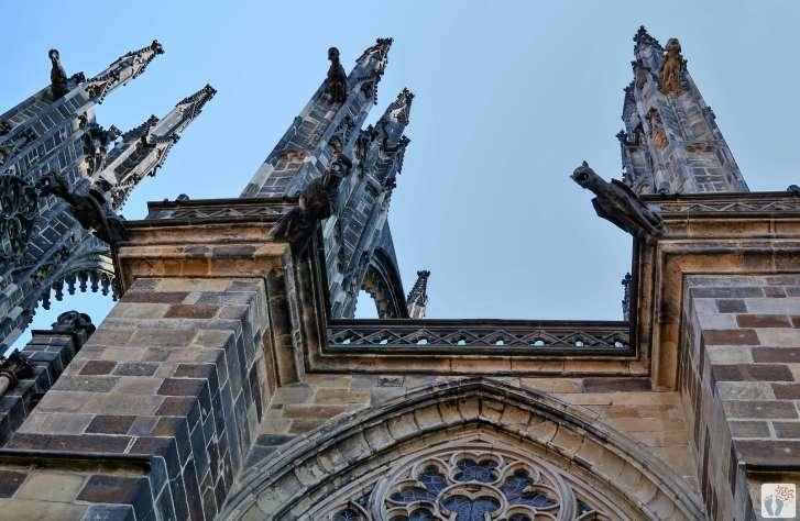 «Veitsdom» - «Chrám sv. Víta»: Siehst Du die Fabelwesen? {Reisetagebuch Prag}