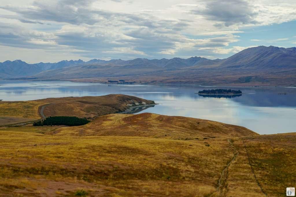 «Lake Tekapo» mit «Motuariki Island {Reisetagebuch «Roadtrip durch Neuseeland mit dem Bus»: Tekapo}
