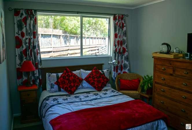 Zimmer in «Robyn's Nest» {Reisetagebuch «Roadtrip durch Neuseeland mit dem Bus»: «Picton»/«Marlborough Sounds»}