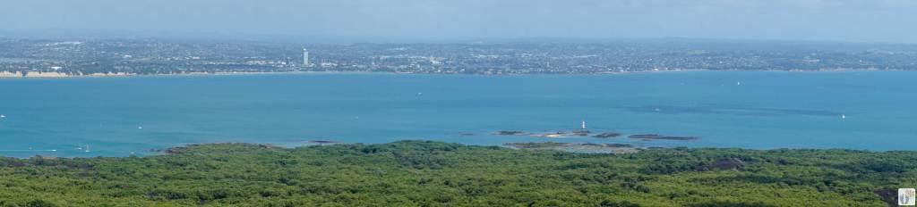 Panoramablick auf Auckland von Rangitoto Island {Reisetagebuch «Roadtrip durch Neuseeland mit dem Bus»}