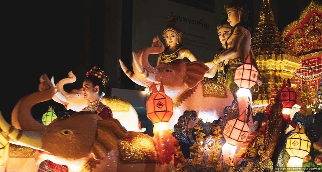 Grand Krathong Float Procession in Chiang Mai (Reisetagebuch «Thailand als Alleinreisende ohne Roller entdecken»)