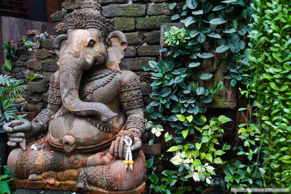 Terrakotta Figur #Elefant#_The FACES Gallery & Gastro Bar in Chiang Mai (Reisetagebuch «Thailand als Alleinreisende ohne Roller entdecken»)