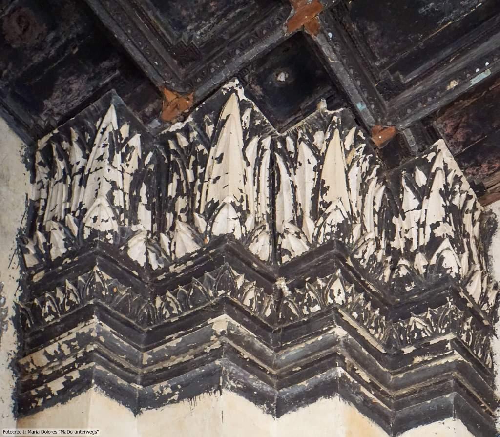 Wat Chai Watthanaram in Ayutthaya - Deckenpaneele im Chedi (Reisetagebuch «Thailand als Alleinreisende ohne Roller entdecken»)