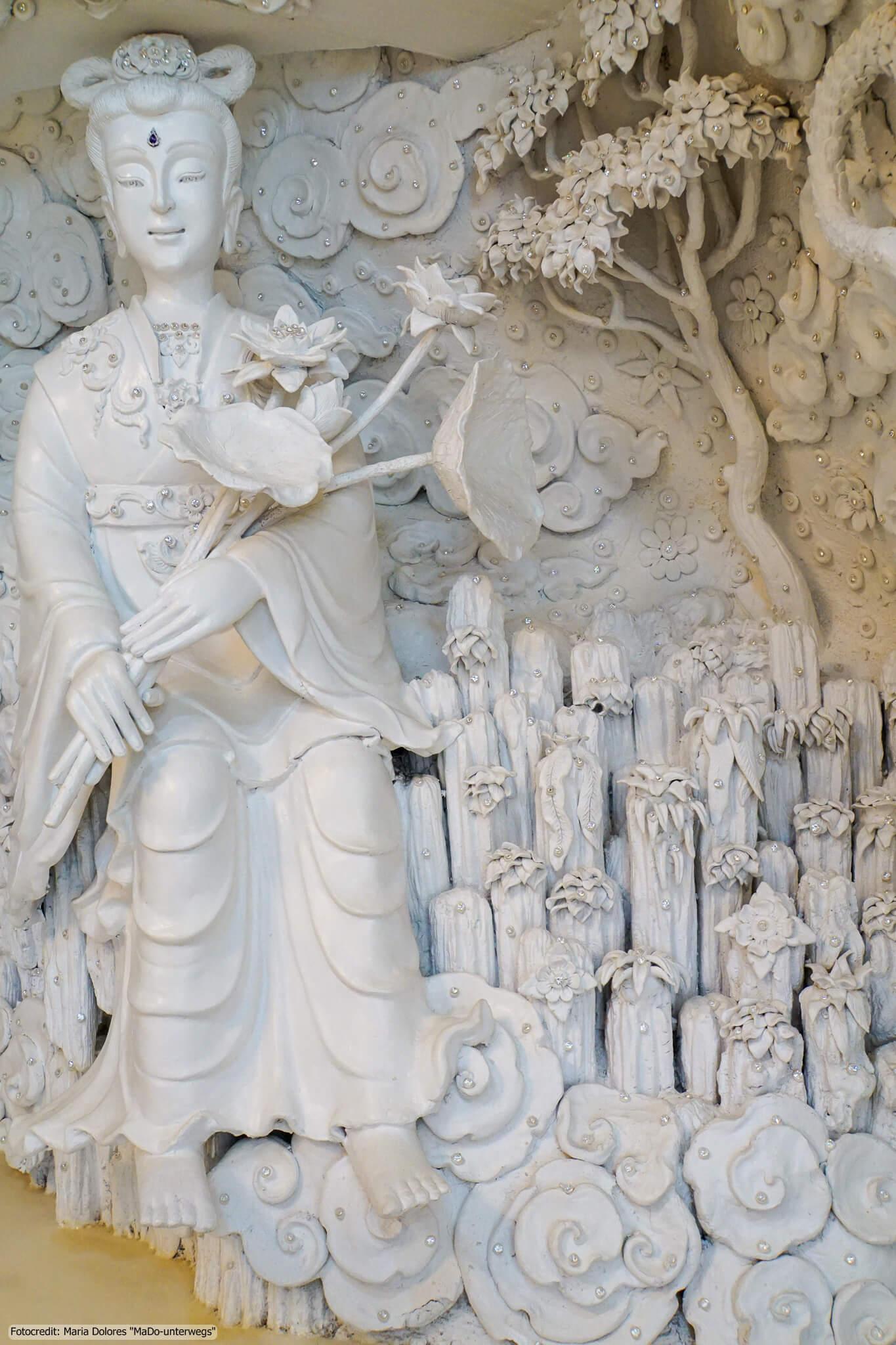 Wat Huay Pla Kang in Chiang Rai - im Inneren der Guan Yin-Statue (Reisetagebuch «Thailand als Alleinreisende ohne Roller entdecken»)