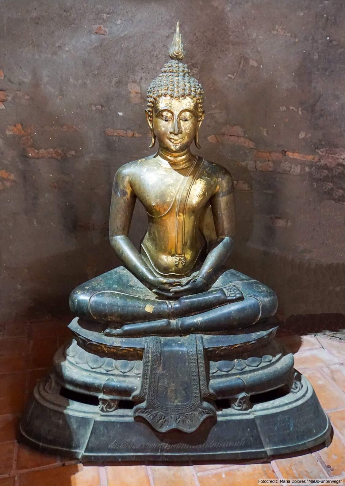 Wat Yai Chai Mongkon in Ayutthaya - im Inneren des Chedis - Buddha-Statue (Reisetagebuch «Thailand als Alleinreisende ohne Roller entdecken»)