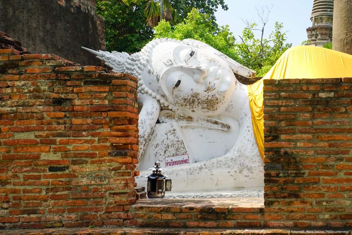 Wat Yai Chai Mongkon in Ayutthaya - liegender Buddha (Reisetagebuch «Thailand als Alleinreisende ohne Roller entdecken»)