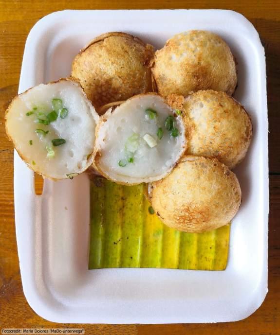 Essen in Thailand: Khanom Khrok (Reis-Kokosmilch-Bällchen) von einer Garküche (5 Wochen Thailand Rundreise als Alleinreisende ohne Roller)