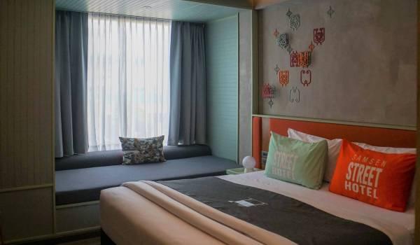 Samsen Street Hotel in Bangkok - Schlaf- und Loungebereich (Reisetagebuch «Thailand als Alleinreisende ohne Roller entdecken»)