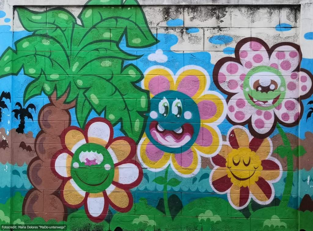 Street-Art in Bangkok - Palme und Blumen (Reisetagebuch «Thailand als Alleinreisende ohne Roller entdecken»)