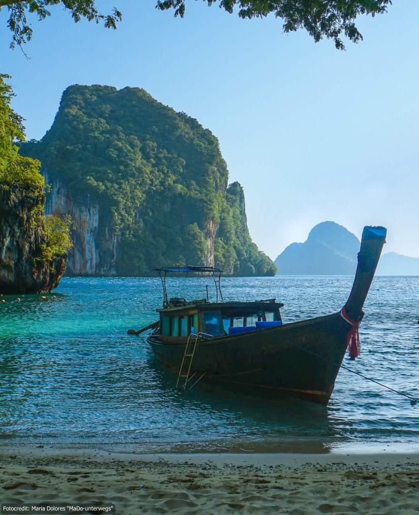bei der Longtail-Bootstour - Bucht auf Koh Lao Lading- Andamanensee (Reisetagebuch «Thailand als Alleinreisende ohne Roller entdecken»)