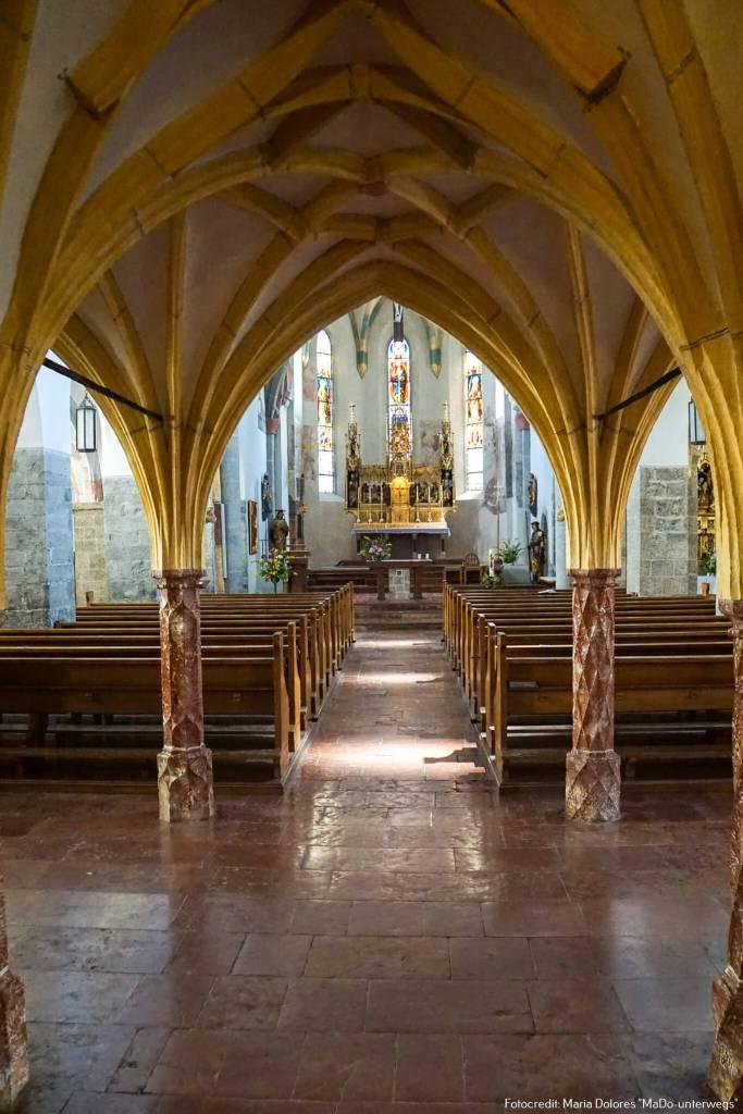 Pfarrkirche St. Hippolyt: Kirchenraum_Zell am See [10 Tage Roadtrip Salzburg]