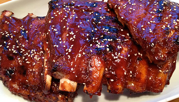Barbecue ribben med BBQ sauce