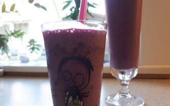 Sund Milkshake med Jordbær og blåbær