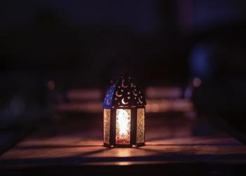 Foto oleh Ahmed Aqtai dari Pexels, https://www.pexels.com/id-id/foto/bersinar-cahaya-desain-diterangi-2233399/