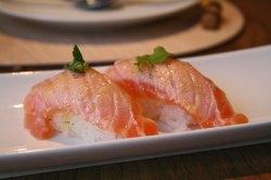 Nigiri de salmón en Kena de Luis Arévalo