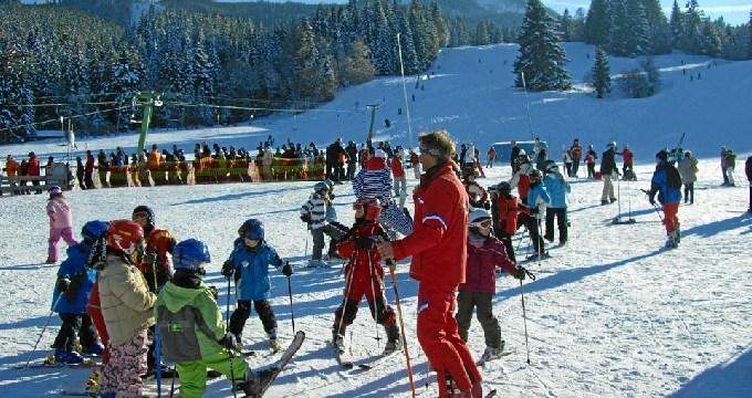 Madrid ofrece 3.000 plazas para aprender a esquiar y para la práctica del snow