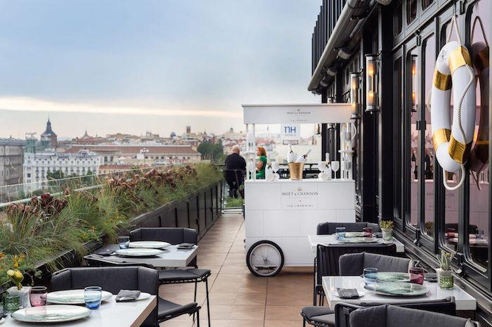Sptima  Restaurante y coctelera en la terraza del Hotel